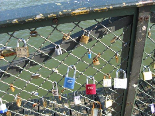 Les cadenas des amants du Pont des Arts (Guide Paris Tourisme) 6