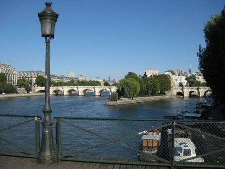 Les cadenas des amants du Pont des Arts (Guide Paris Tourisme) 2