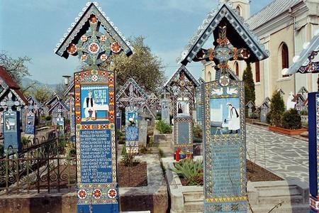 Sapenta cimetiere joyeux tombes Maramures