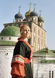 femme russe costume traditionnel