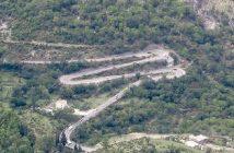 Lovcen route serpentine au Montenegro
