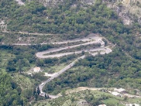 Mont Lovcen au montenegro route serpentine