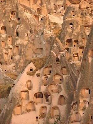 La Cappadoce de Göreme à Derinkuy:  villes souterraines et paysages lunaires uniques 4