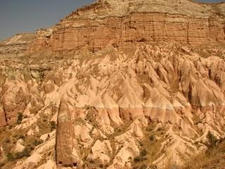 La Cappadoce de Göreme à Derinkuy:  villes souterraines et paysages lunaires uniques 5