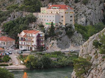 Hotel Vila Dvor