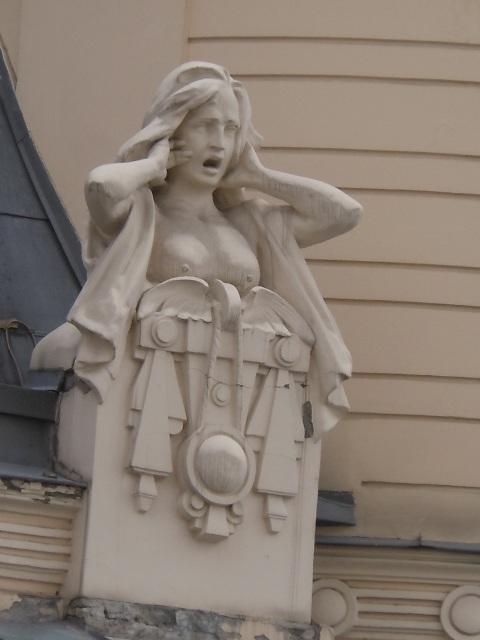 Riga Art Nouveau femme criant