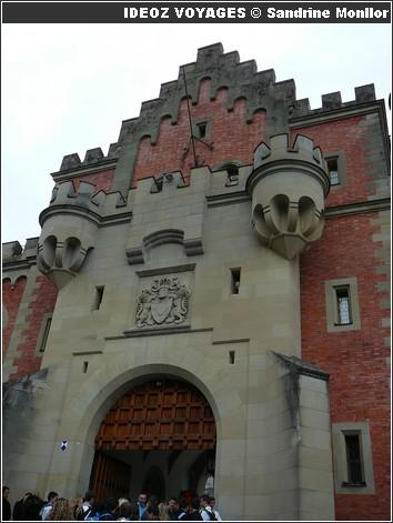 Château Neuschwanstein ; château de Louis II de Bavière dans les Alpes Bavaroises 10
