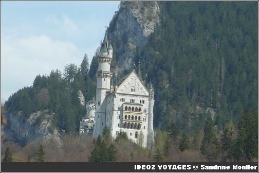 Château Neuschwanstein ; château de Louis II de Bavière dans les Alpes Bavaroises 3