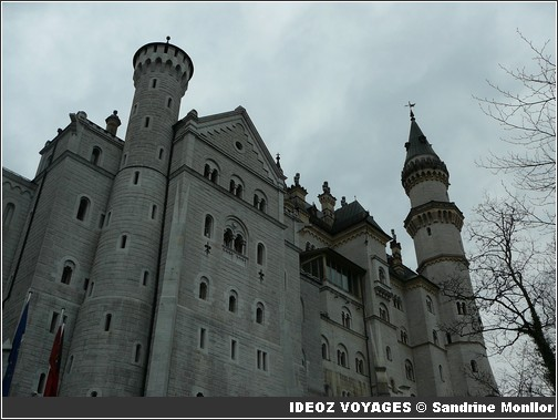 Château Neuschwanstein ; château de Louis II de Bavière dans les Alpes Bavaroises 9