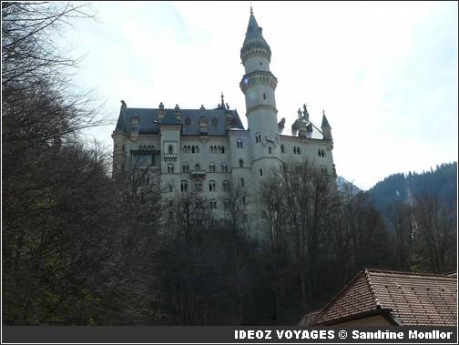 Château Neuschwanstein ; château de Louis II de Bavière dans les Alpes Bavaroises 8