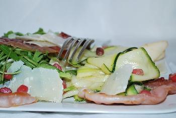 Salade de courgettes aux poires et vinaigre de grenade