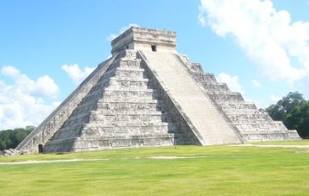 la pyramide de Kukulcan sur le site maya de Chichen Itza (Yucatan) au Mexique