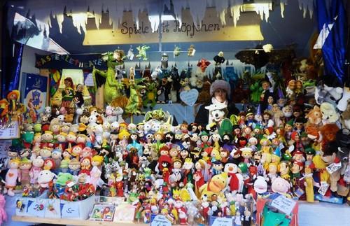 Marche de Noel Munich poupees jouets