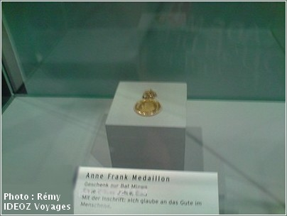 Musee juif Berlin Medaillon Anne Frank