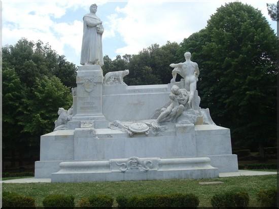 Arezzo monument a la gloire de l'italie
