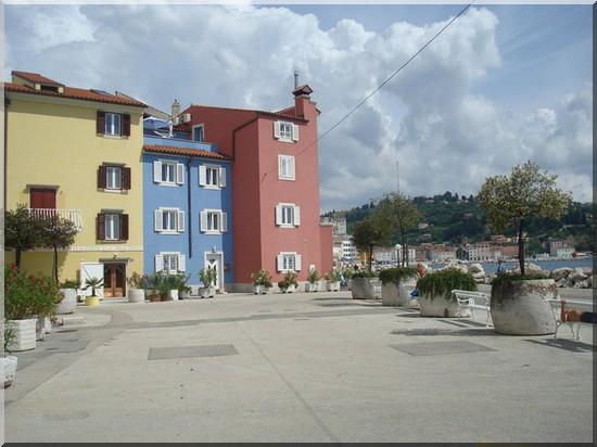 Piran maisons colorees bord de mer