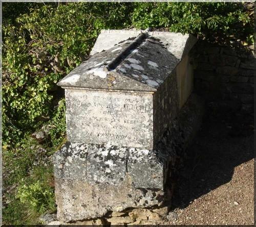 Tombe chemin de saint jacques de compostelle