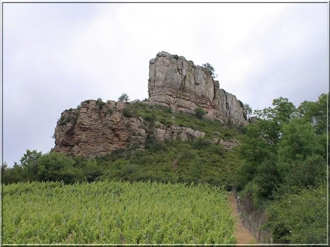 La roche de Solutré, l'île dans une mer de cépages (Tourisme Bourgogne)