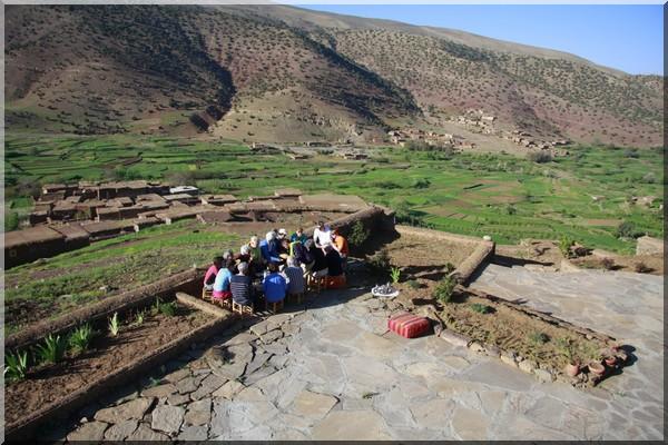 maroc vue sur la vallée des ait bougmez