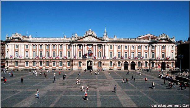 Toulouse Place du Capitole Toulouse, ville rose Gay friendly : découvrez le Guide gay de Toulouse