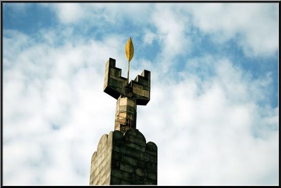 armenie erevan monument des 50 ans de l'armenie sovietique