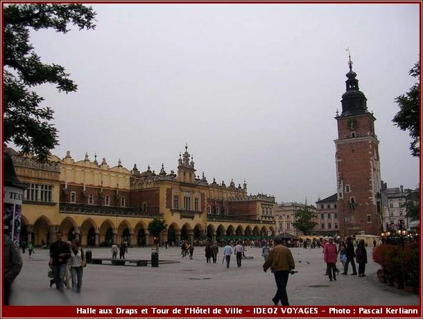 Cracovie Halle aux Draps et Tour de l'Hôtel de Ville