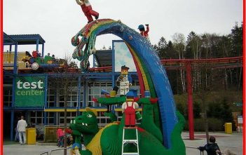 gunzburg legoland allemagne dinosaure arc en ciel