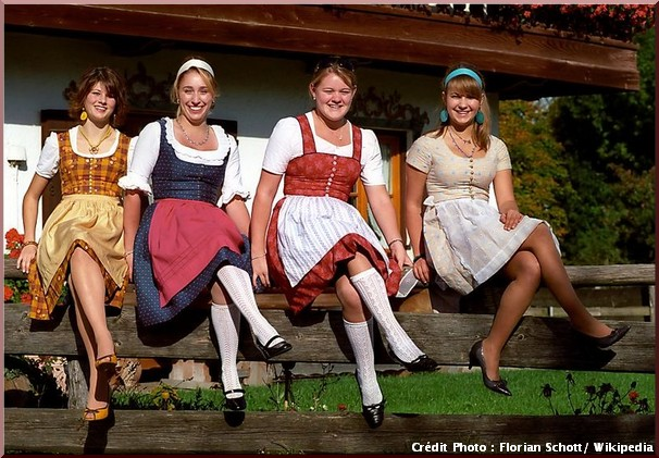 Dirndl habit traditionnel baviere