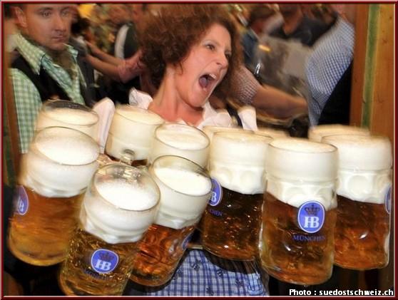 https://voyages.ideoz.fr/wp-content/uploads/2013/01/oktoberfest-munich-massbier-serveuse-bieres.jpg