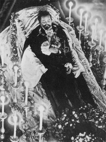 Catafalque de S.M. le Roi Louis II de Bavière dans la Chapelle de la Résidence de Munich