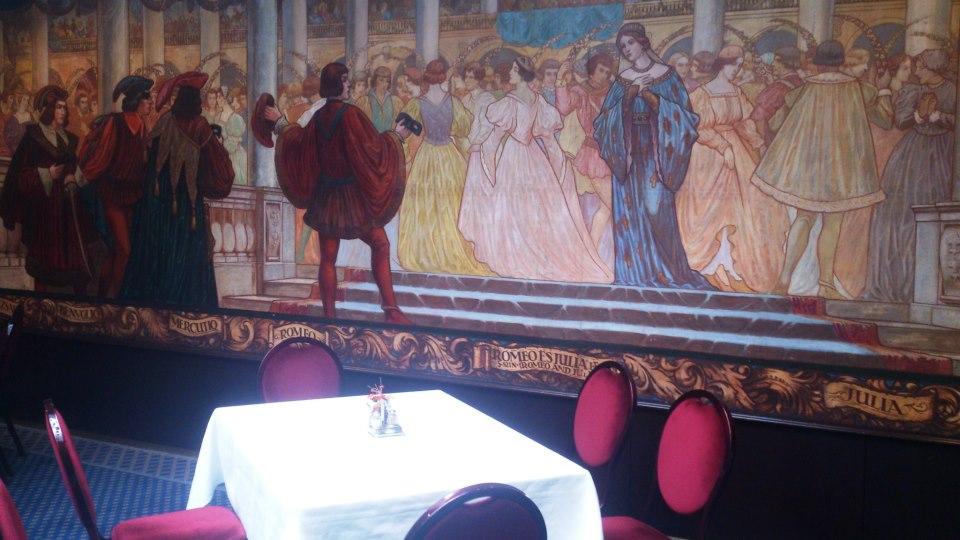 budapest fresque murale