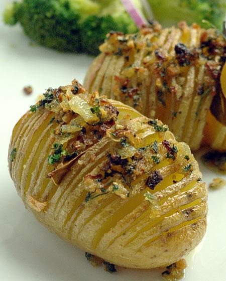 Recette hasselback potatis pommes de terre r ties su doises - Recette saumon au four avec pomme de terre ...