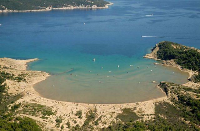 https://voyages.ideoz.fr/wp-content/uploads/2013/05/croatie-plage-sahara-lopar-rab-640x421.jpg