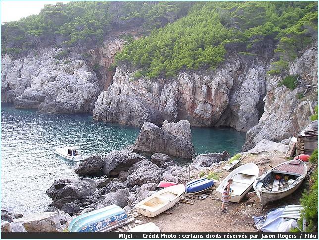 mljet crique rochers et barques