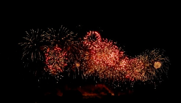 feu artifice carcassonne 2011 gerbes rouges