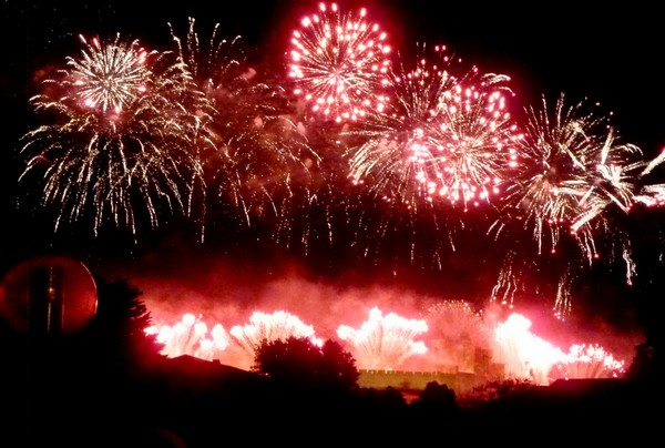 feu artifice rouge carcassonne 2012