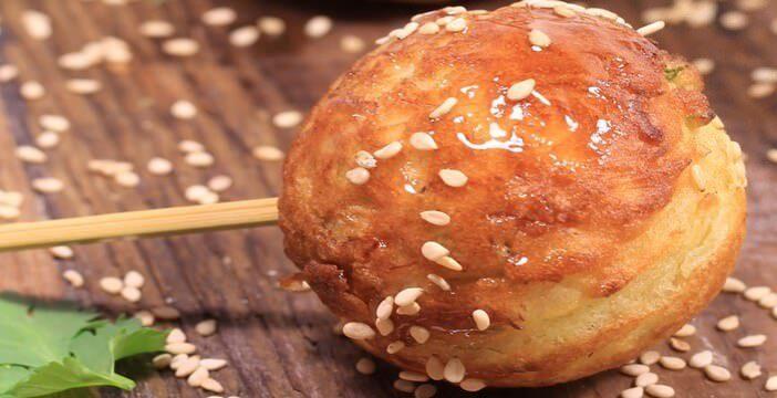 Aebleskivers ; recette de salés danois au crabe, à la coriandre et au citron vert