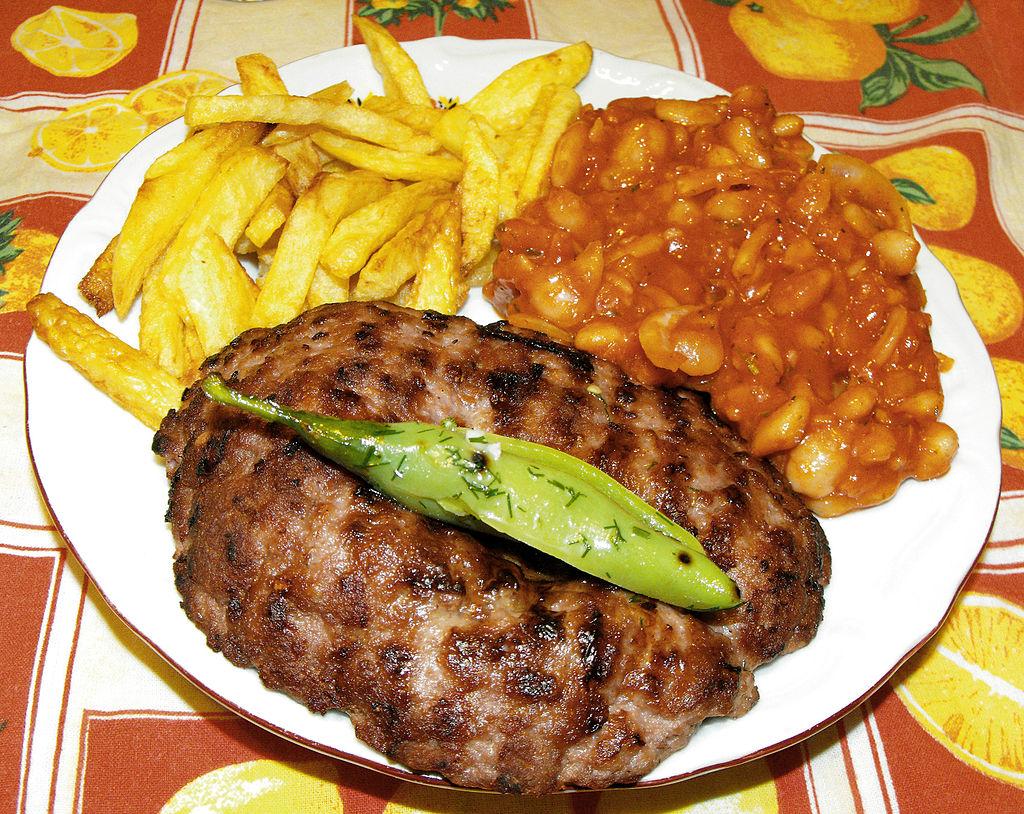 Pljeskavica cuisine serbe