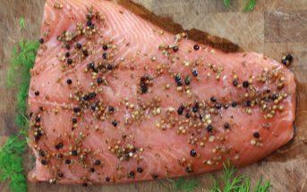 Saumon gravlax marine aux baies