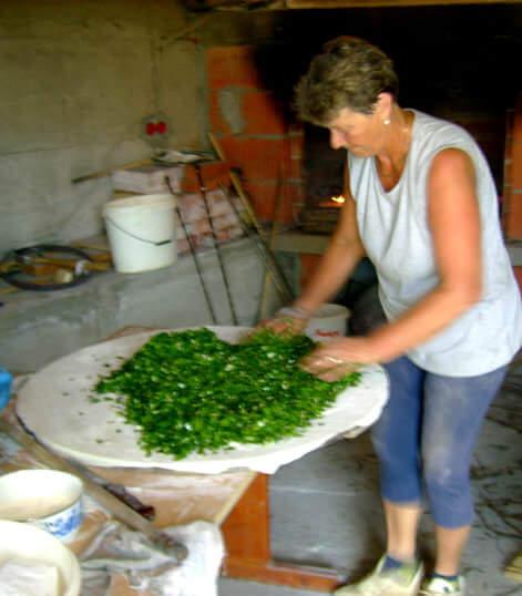 Soparnik étaler les légumes