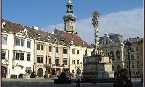 Sopron fo ter grand place