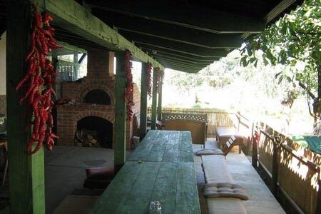 Table de la ferme Lackovic en été