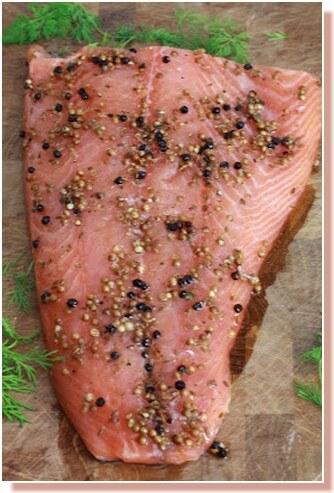 saumon gravlax mariné aux baies et a la vodka