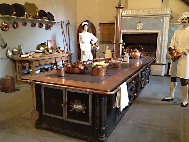 vaisselle et cuisines des ch teaux de louis 2 de bavi re. Black Bedroom Furniture Sets. Home Design Ideas