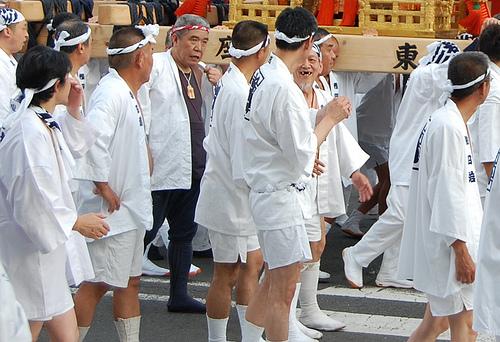 Hanagasa gion matsuri kyoto hommes defile