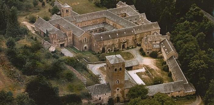 L'Abbaye de Bonnecombe ; un lieu paisible près de Rodez dans l'Aveyron