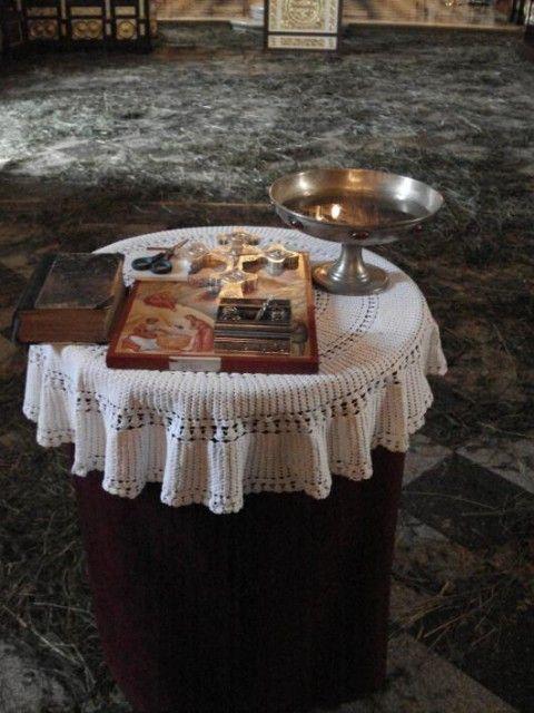 Eglise Ruzica bible croix et coupe