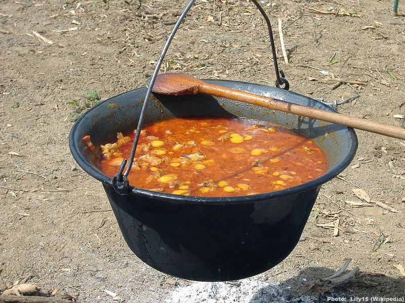 Goulash gulyasleves cuisine hongroise