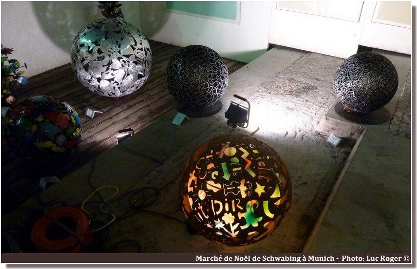 Munich marché de Noel Schwabing boules lumineuses