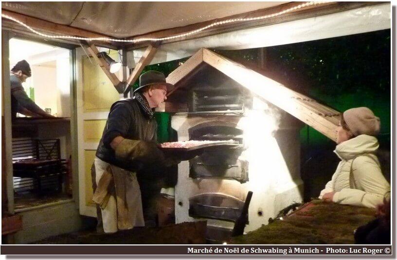 Munich marché de noel de Schwabing cuisson de saucisses